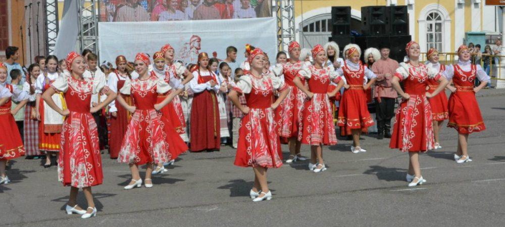 Праздник детства «Щедрое  яблоко» в Костроме 19 августа